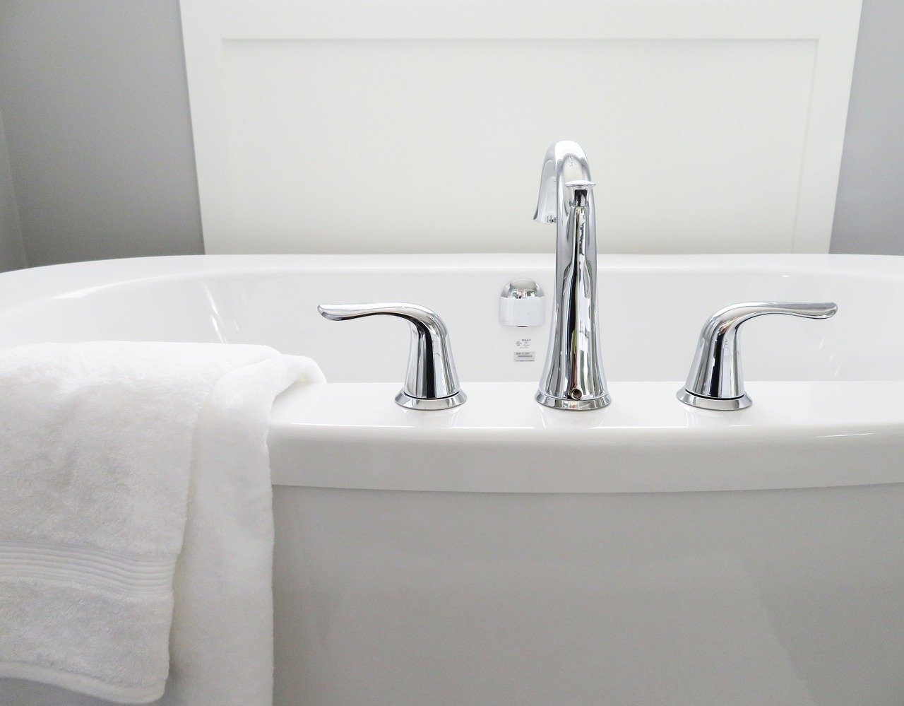 bathtub, tub, bathroom